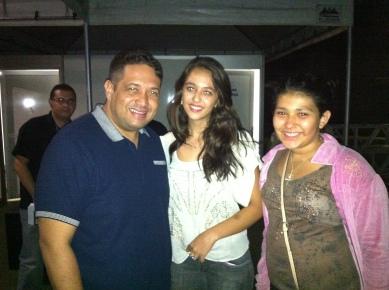Pr. Fernandinho com minhas filhas