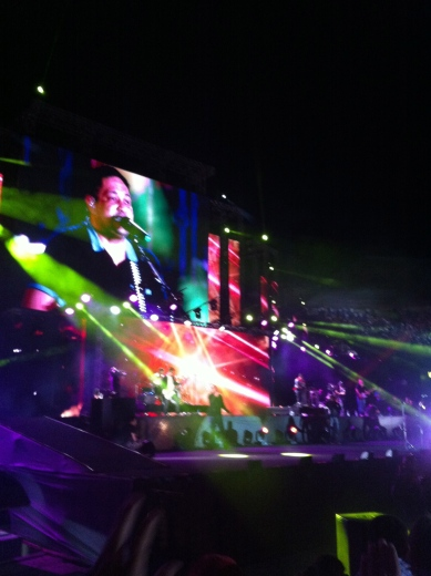 O palco era imenso. Apenas 8 metros menor do que o palco do Rock in Rio