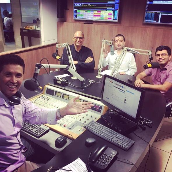 O radialista Luiz Alberto em seu programa Ponto de Vista na Paz FM entrevistando Wesley Porfírio, Cristovam do Espirito Santo e Murilo Resende sobre Marxismo Cultural.