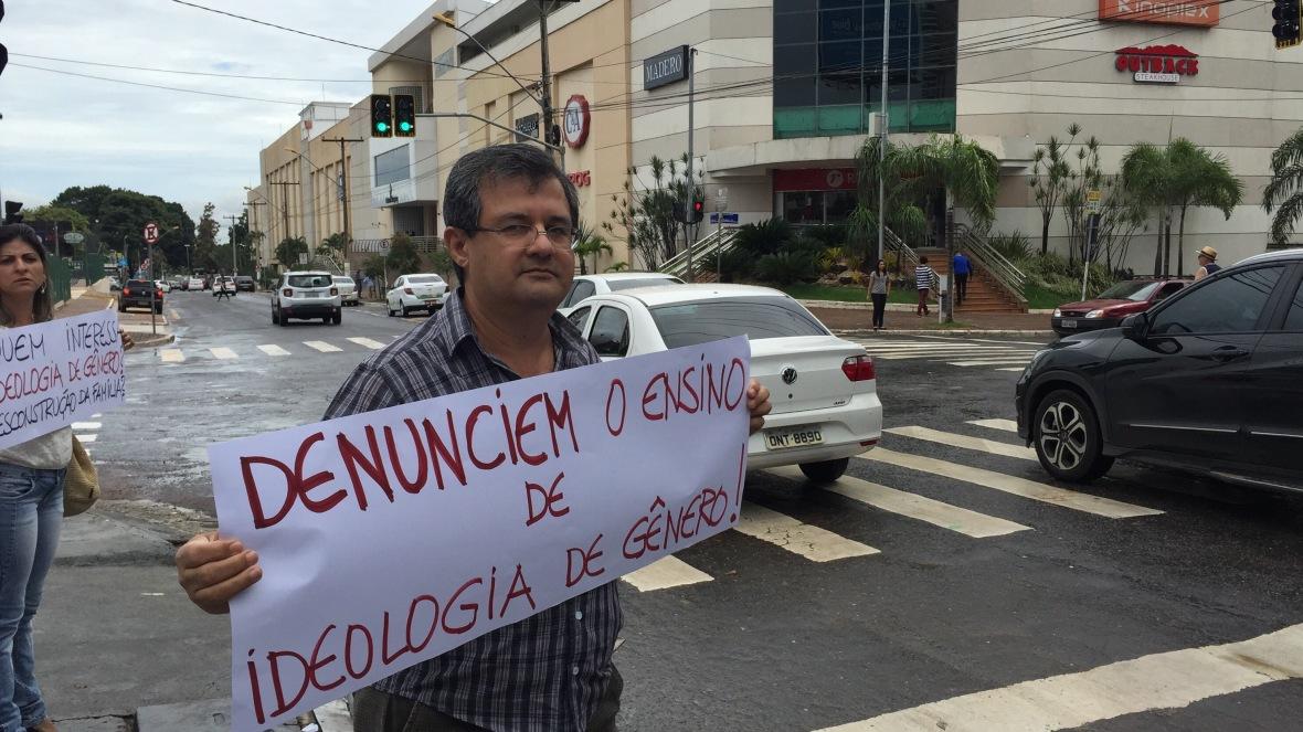 Prof. Orley José da Silva luta contra a Ideologia de Gênero nos livros didáticos distribuídos pelo MEC.
